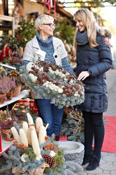 GMH_2012_41_01 Liebevolles Erinnern - Blumengestecke zeugen an den Totengedenktagen von inniger Verbundenheit