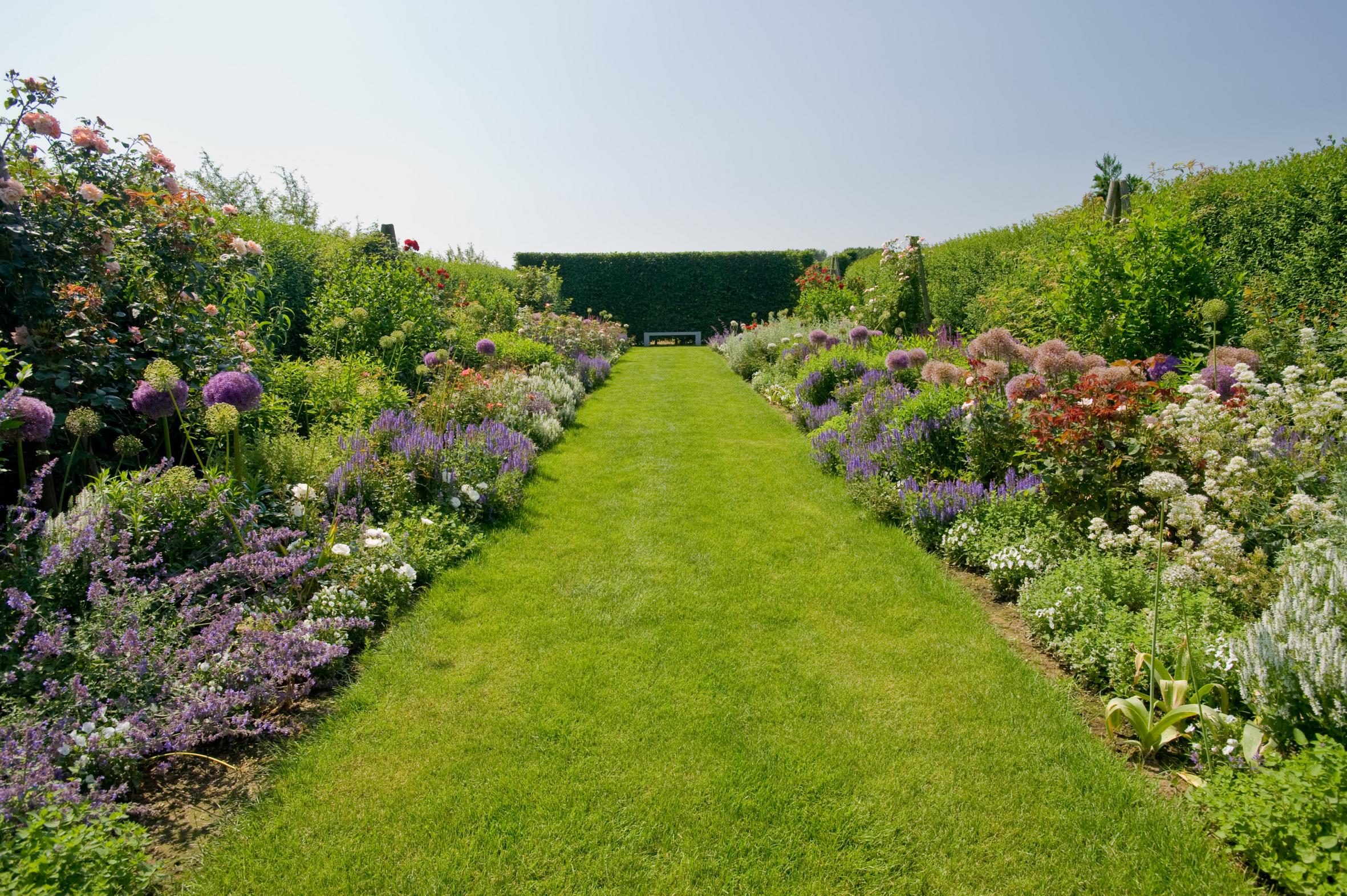 Langer Garten Gestalten der weg ist ein ziel mit stauden umrahmt gestalten auch wege den