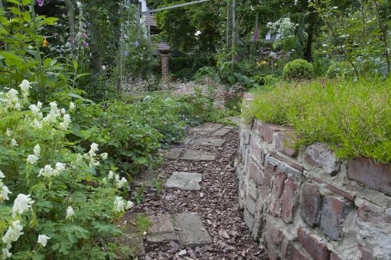 GMH_2013_09_11 Der Weg ist ein Ziel - Mit Stauden umrahmt gestalten auch Wege den Garten