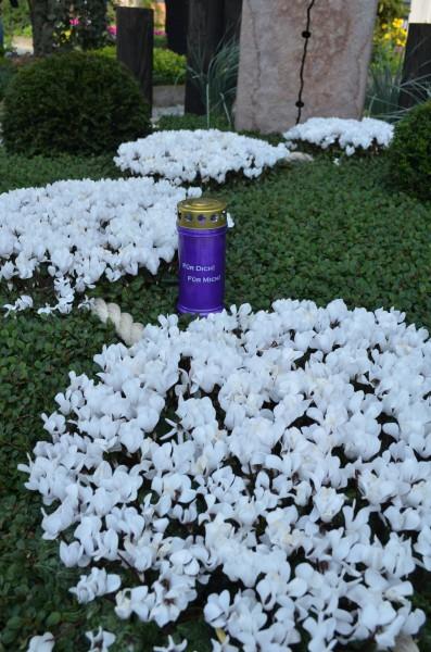 Friedhofsgärtner setzten ein deutlich sichtbares ZEICHEN GEGEN DAS VERGESSEN